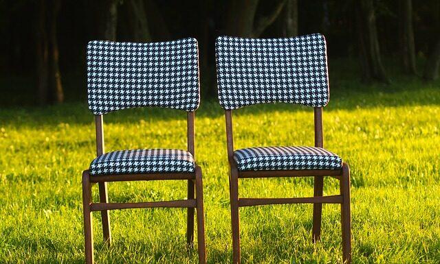 Co wybrać - krzesła czy hokery?
